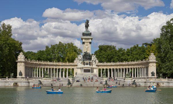 Манумент Альфонсо XII в Парк Ретиро в Мадриде
