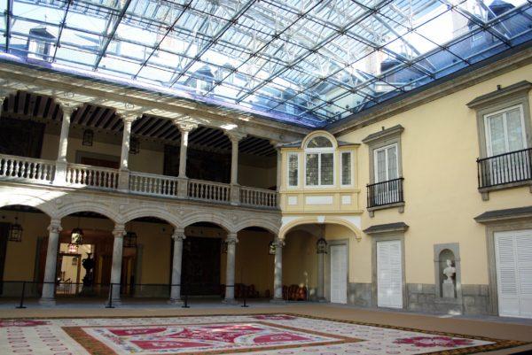 Внутри Королевского дворца Эль-Пардо в Мадриде