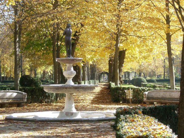 Парк в Королевском дворце Аранхуэс в Мадриде